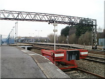 SU1585 : Gantry and buffer stops, Swindon railway station by Jaggery