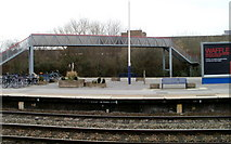 SU1585 : Swindon railway station footbridge by Jaggery