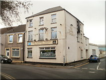 SS7597 : The Tunnel Tavern, Neath by Jaggery