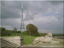 TQ3370 : Contrasts: a sphinx and a TV transmitter by Marathon