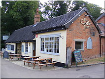 TM2863 : The Castle Inn,Church Road,Framlingham by Adrian Cable