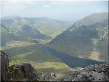 SH6659 : Rocks on the north west edge of Tryfan's main summit by Jeremy Bolwell