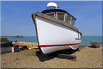TR3752 : White Boat on the Beach, Deal by Cameraman