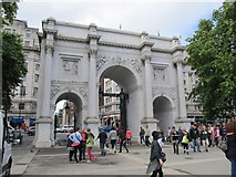 TQ2780 : Marble Arch, London by Richard Rogerson