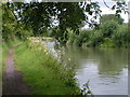 SU0262 : A quiet stretch of the Kennet and Avon canal, looking west by Rob Purvis