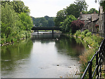 SD5193 : Kendal - River Kent upstream of Victoria Bridge by Dave Bevis