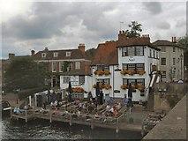 SU7682 : The Angel on the Bridge Pub - Henley by Paul Gillett