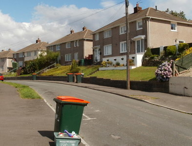 ST2887 : Wheely bin day, Hillside Crescent, Newport by Jaggery