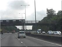TQ1956 : M25 bridge carrying Pebble Lane by Stuart Logan