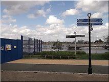 TQ3979 : Thames Path at Bugsby's Reach, North Greenwich by David Anstiss