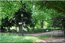 TQ1873 : Footpath signpost south of Richmond by N Chadwick