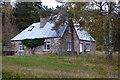 NH8907 : Loch an Eilien Cottage, Rothiemurchus by Phil Champion