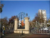 TQ2879 : Queen Elizabeth Gate, Hyde Park by Marathon