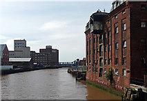 TA1029 : River Hull, Hull (2) by Stephen Richards