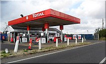 SU5985 : Total petrol station, Moulsford, Oxfordshire by nick macneill