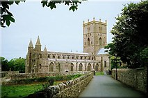 SM7525 : St David's Cathedral by Chris Crahart