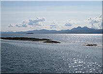NR6880 : Eilean Tràighe by Bob Jones