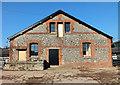 SU0125 : Farm building by Jonathan Kington