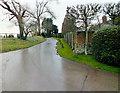 SU0826 : Past the manor by Jonathan Kington