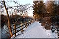 SU7575 : Snow covered Thames Path at Sonning Lock by Steve Daniels