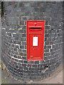 SJ9856 : King George letterbox in Broad Street by John S Turner