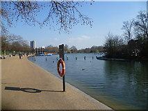 TQ2780 : The Serpentine in Hyde Park by Marathon
