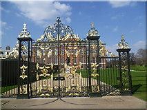 TQ2579 : The gates to Kensington Palace by Marathon