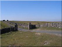 SD8283 : Pennine Way and Pennine Bridleway at Cold Keld Gate by John Slater