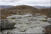NN0443 : Exposed rocks by Roddy Urquhart
