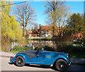 SU6979 : Car at Kidmore End by Des Blenkinsopp