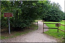 TA0225 : Footpath to the Humber foreshore by Steve Daniels