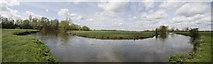SU2598 : Bend in the Thames by Bill Nicholls