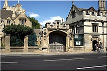 SP5206 : Entrance to Magdalen College, Oxford by Jeff Buck