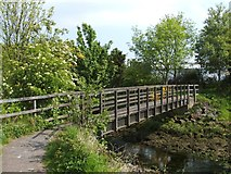 NS4074 : Footbridge over Gruggies Burn by Lairich Rig