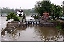 SU5980 : Goring Lock on the River Thames by Steve Daniels
