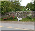 SO2117 : Anti-litter sign scorned, Llangattock by Jaggery