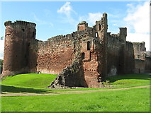 NS6859 : Bothwell Castle by M J Richardson