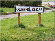 TM3876 : Queens Close sign by Adrian Cable