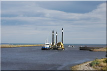 NJ9505 : Dredging the channel, Aberdeen harbour by Bill Harrison