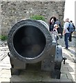 NT2573 : Edinburgh Castle - Mons Meg - the muzzle by Rob Farrow