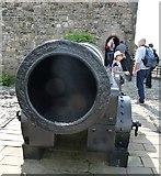 NT2573 : Edinburgh Castle - Mons Meg - the muzzle by Rob Farrow
