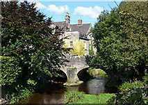 SK2572 : Bridge over Bar Brook in Baslow by Neil Theasby
