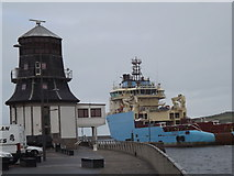 NJ9505 : Round House and Maersk Tender by Colin Smith