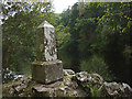 NN9159 : Queen Victoria monument, Linn of Tummel by Karl and Ali