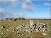 NY6834 : The trig point and shelter on the summit of Cross Fell by Mike Quinn