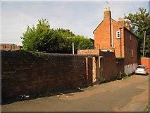 SO8554 : Towpath doorway on Lock Street by Christine Johnstone