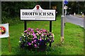 SO9063 : Welcome sign, Hanbury Road, Droitwich Spa by P L Chadwick