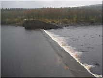 NY6491 : Weir between Bakethin and Kielder Reservoirs by Les Hull
