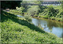 SO5012 : Pipe bridge over the Monnow, Monmouth by Jaggery
