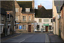 SU2199 : Junction of Thames Street and High Street, Lechlade by Rob Noble